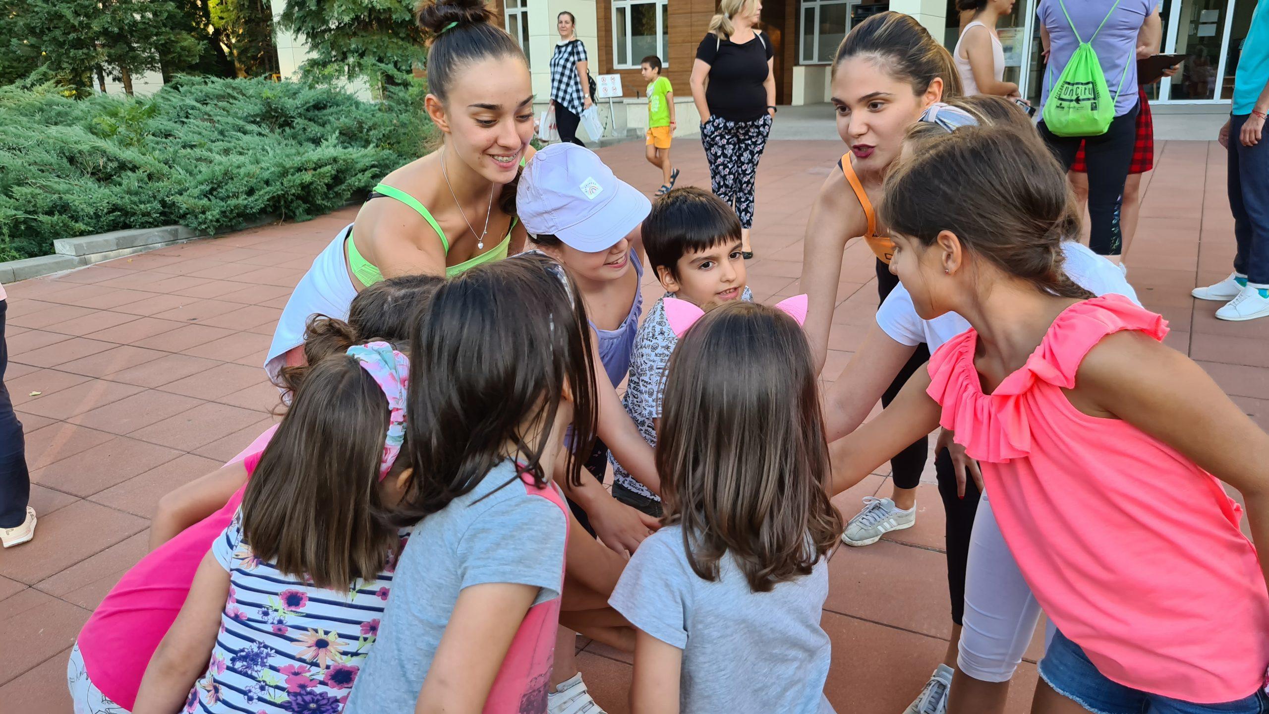 Модерни танци за деца на открито в София