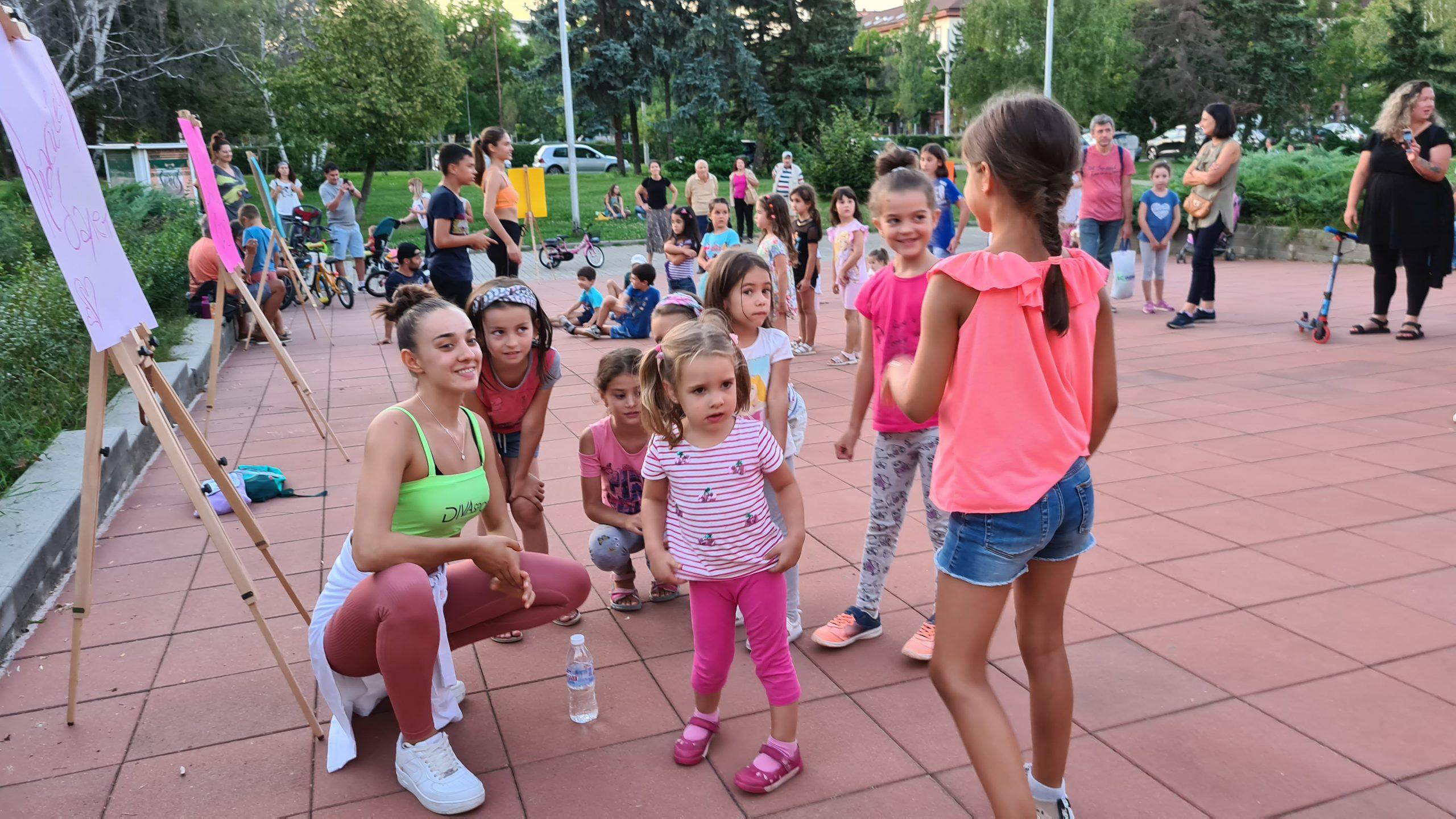 Танци за деца в парка с DIVA ZONE